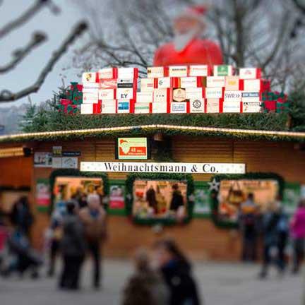 Helfen macht froh! Weihnachtsmann und Co auf dem Stuttgarter Weihnachtsmarkt