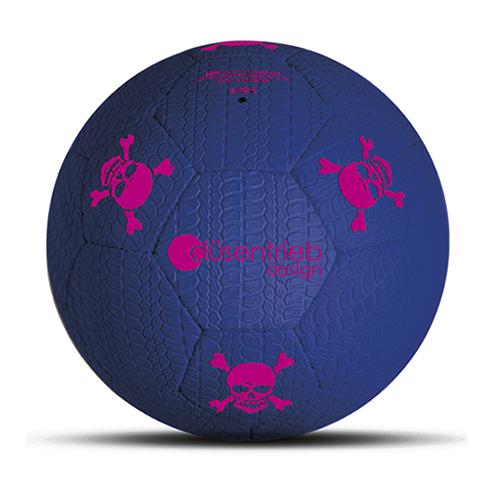 Designball Reifenprofil aus Gummi blau mit pinken Totenköpfen