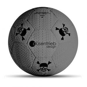 Designball Reifenprofil grau mit schwarzen Totenköpfen aus Gummi