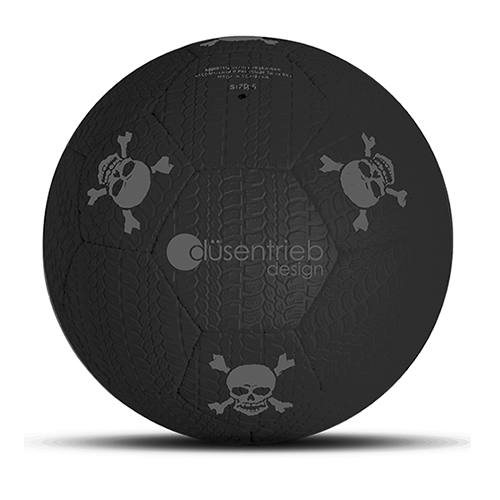 Designball Reifenprofil schwarz mit grauen Totenköpfen aus Gummi