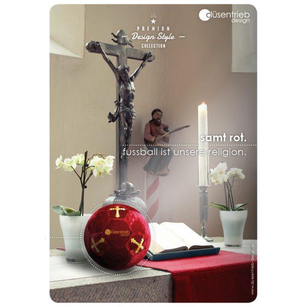 Plakat Samt rot Fußball ist unsere Religion, Ball auf Altar